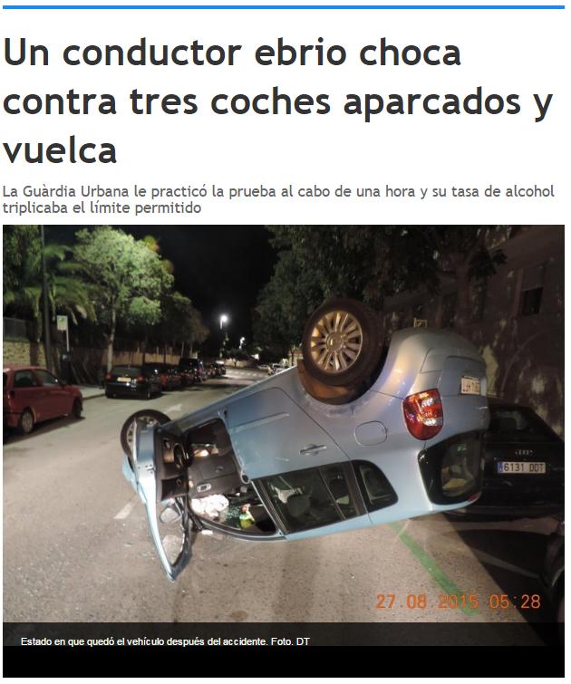 Conductor ebrio choca con tres coches aparcados y vuelca.